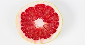 A cross-section of a Pummelette grapefruit.